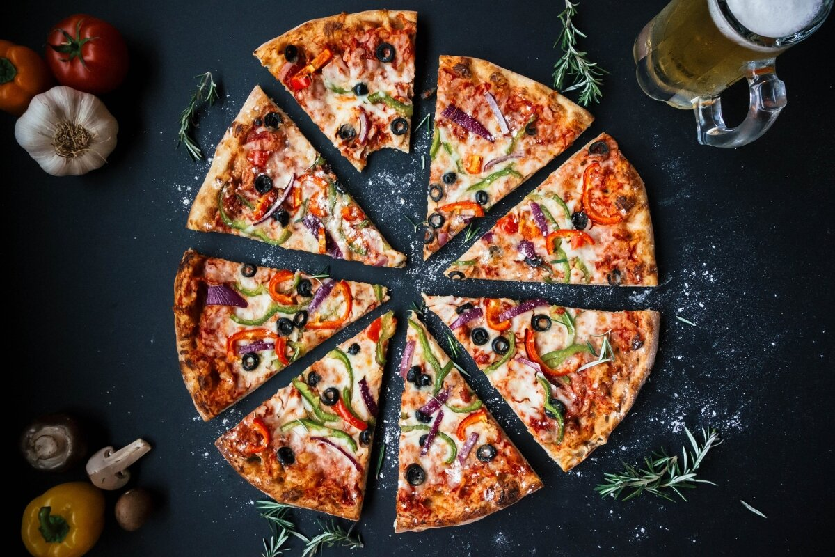 Randki nadziewane pizzą na skórce